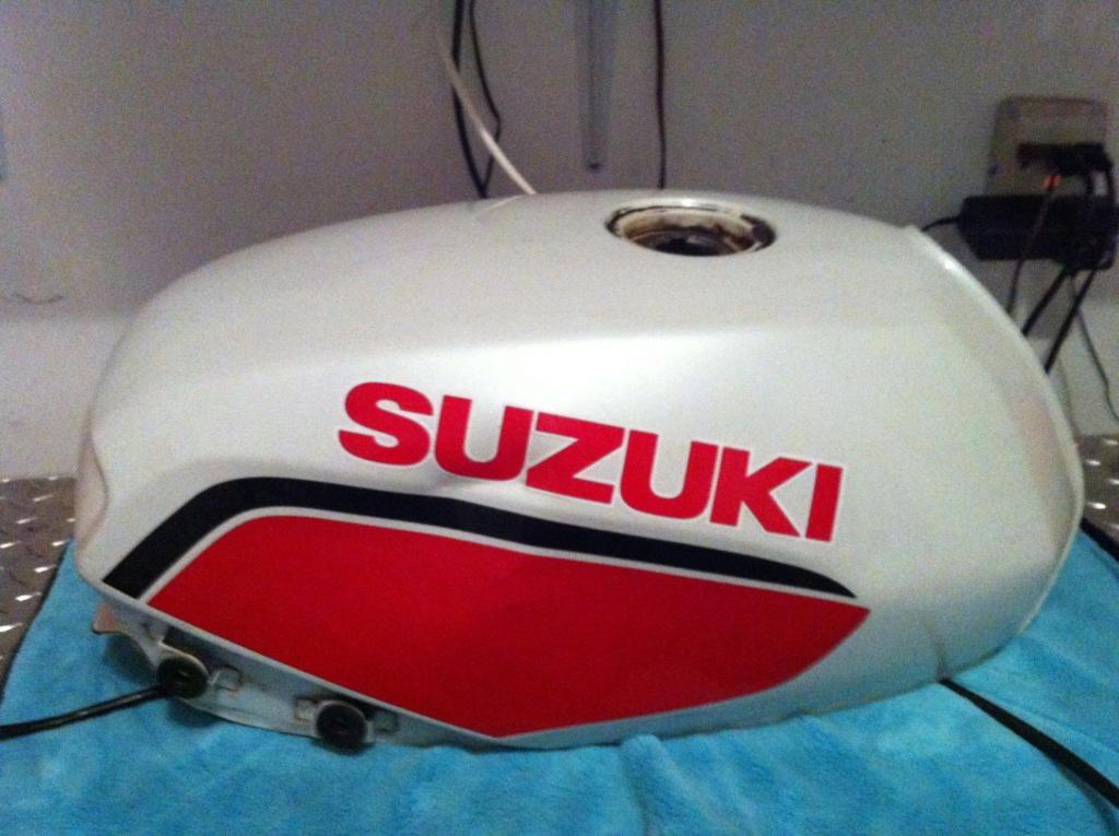 SUZUKI GS 700 E réplica Kevin Schwantz _57-1-10