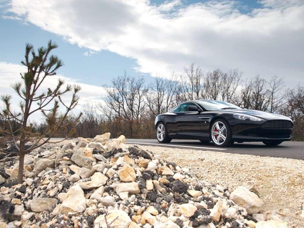 Ahhh Aston Martin...Le post officiel des Astons - Page 2 Aston_16