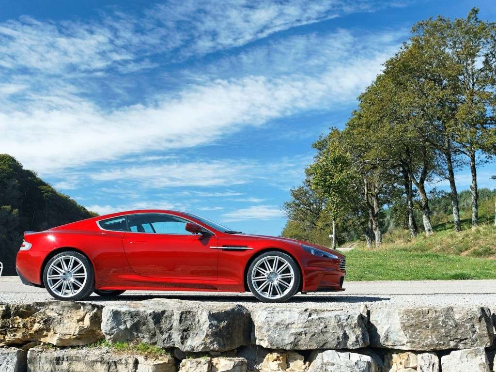 Ahhh Aston Martin...Le post officiel des Astons - Page 2 Aston_17