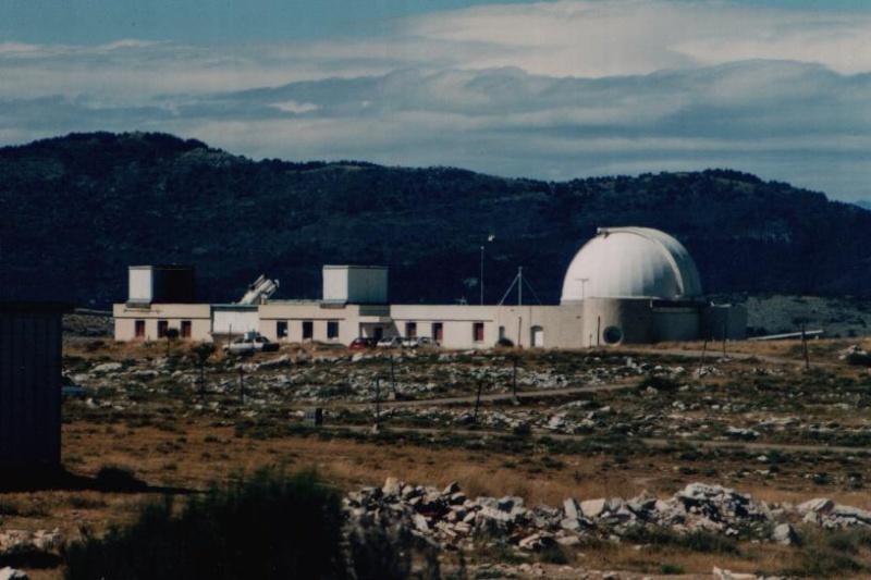 Observatoires astronomiques vus avec Google Earth - Page 15 Laser_10
