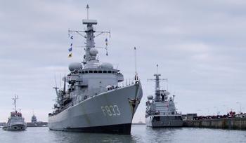 M-klasse fregatten (Karel Doorman M-class frigates) - Page 2 07121410