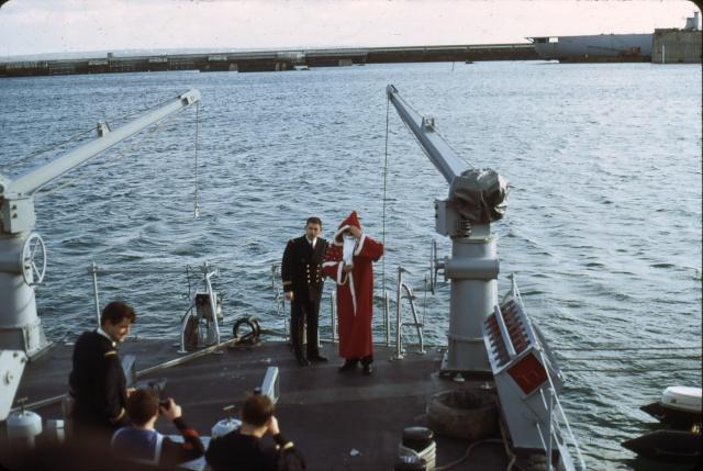 [Les traditions dans la Marine] JOYEUSES FÊTES... A BORD Noel410