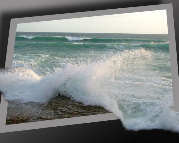 تصاميم لأمواج البحر داخل اطار 94563510