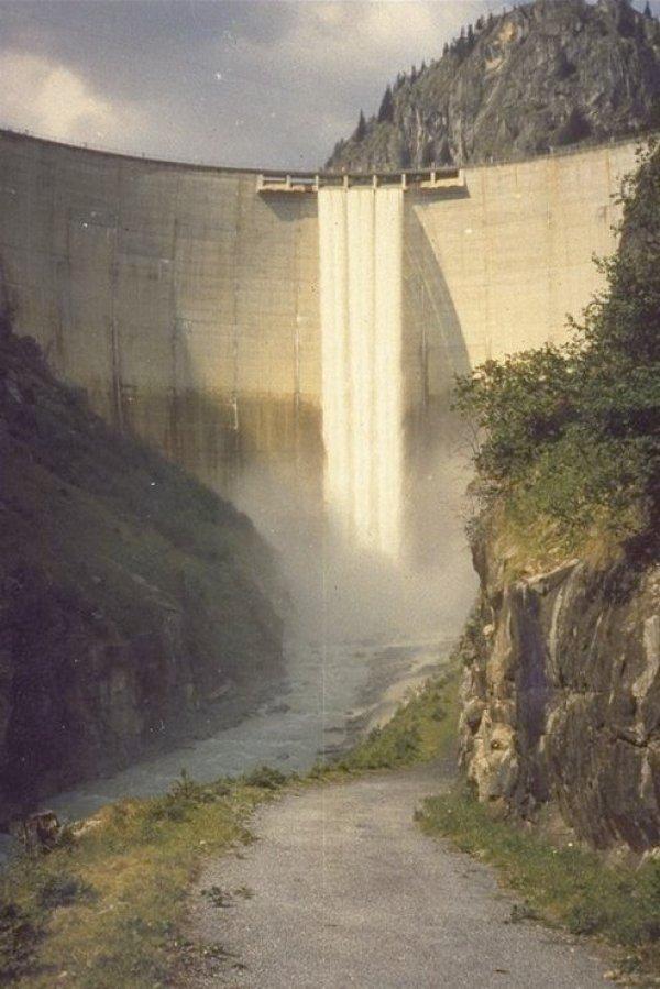 Les barrages dans Google Earth - Page 5 Gebide12