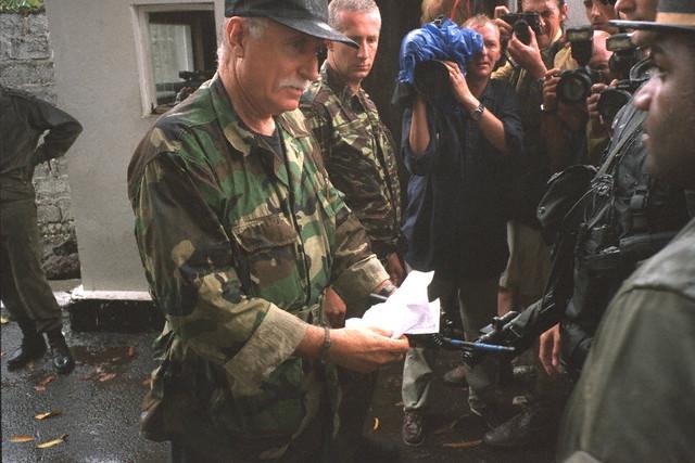DENARD Bob olonel Comores 1995 dernier baroud 00003111