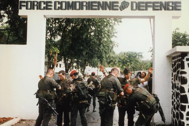 DENARD Bob olonel Comores 1995 dernier baroud 00003113
