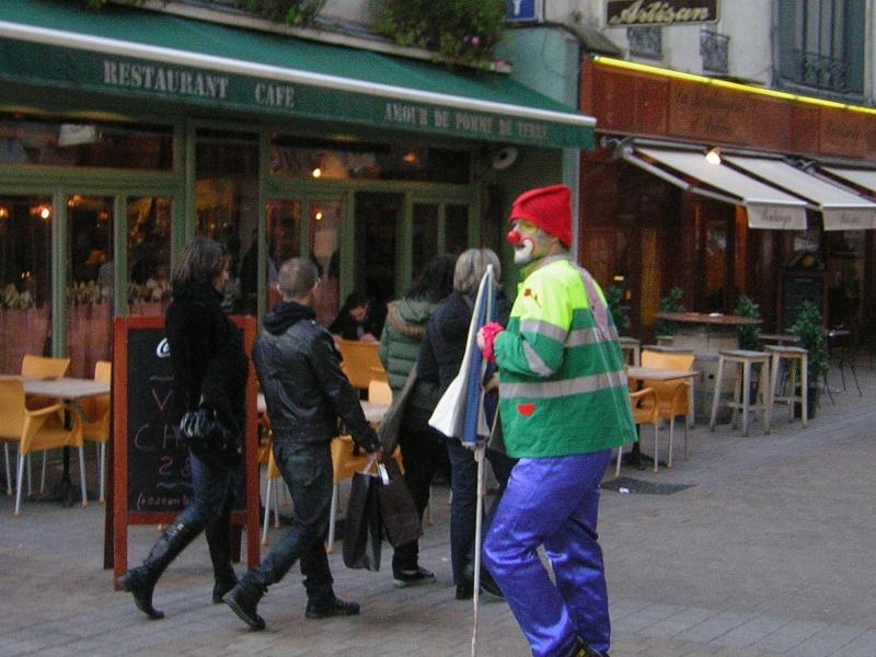 Photos armée des 12 clowns enfin ! Bebar_12