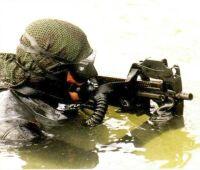 Pistola ametralladora P90 Eqmili14