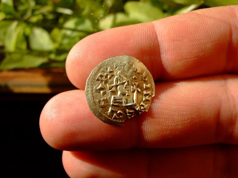 VISIGODOS - Triente de Egica (687-702), ceca Toledo [PUBLICADA REVISTA OMNI Nº4] Dscf0711