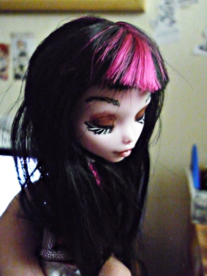 Monster high : Azalée - new make up ! (pas mal de photos) P1020715