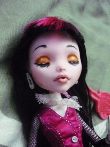 Monster high : Azalée - new make up ! (pas mal de photos) P1020813