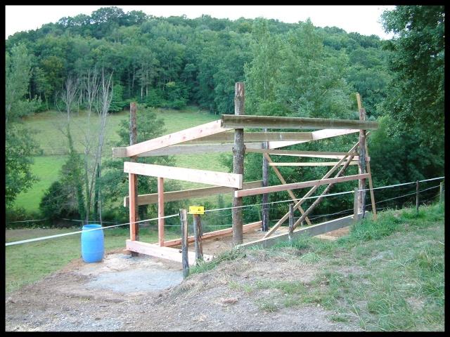 Construction d'un abri pour chevaux Dscf0010