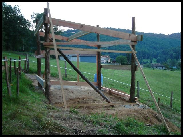 Construction d'un abri pour chevaux Dscf0013