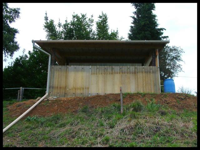 Construction d'un abri pour chevaux Dscf0016