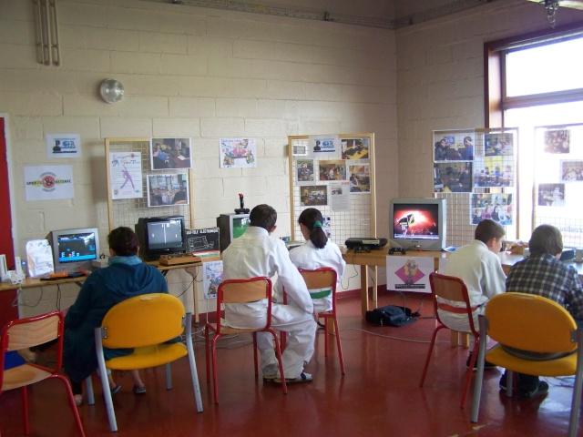 forum - Le CLUB JEUX VIDEO DE PINON au forum des associations 18 sep 2010 110
