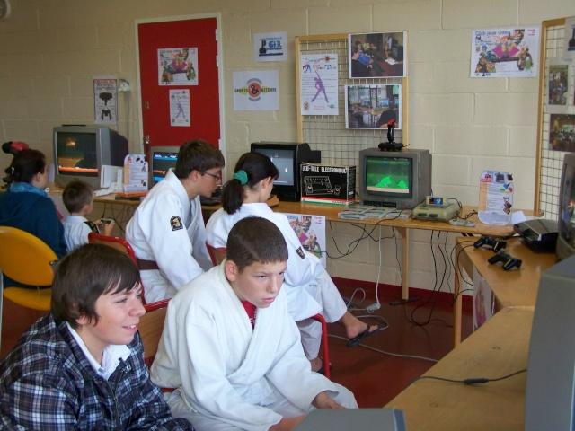 forum - Le CLUB JEUX VIDEO DE PINON au forum des associations 18 sep 2010 311