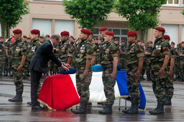 NUNES-PATEGO Guillaume 17e RGP -  59e soldat français mort au Champ d'Honneur en Afghanistan: caporal-chef Guillaume NUNES-PATEGO du 17e Régiment de Génie Parachutiste - Page 2 Hommag11