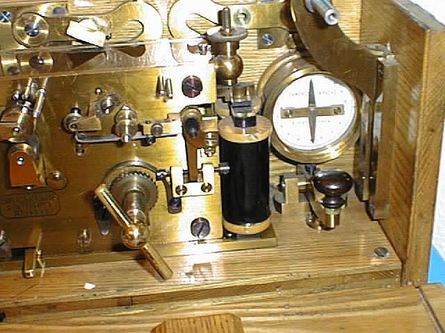 Интересный железнодорожный телеграфный аппарат SH конца XIX века из музея Севзаптелекома Shfrag10
