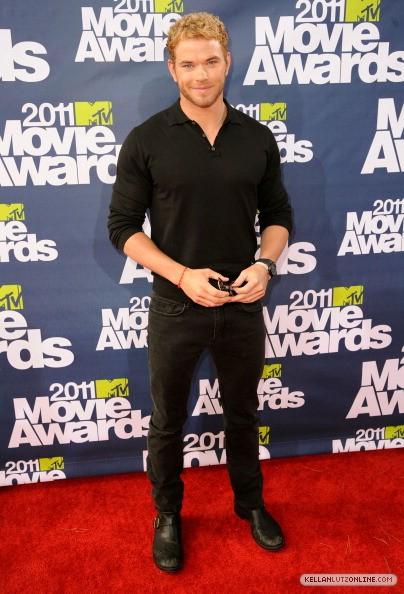 MTV Movie Awards 2011 - Página 2 00410