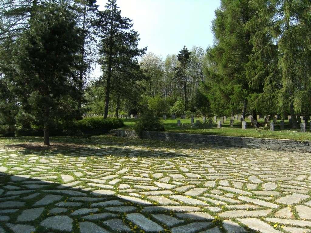 Le cimetière militaire allemand de Noyers-Pont-Maugis Sedan_25