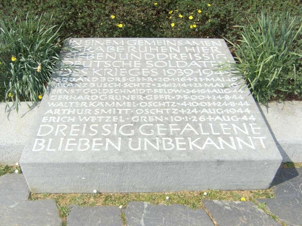 Le cimetière militaire allemand de Noyers-Pont-Maugis Sedan_27
