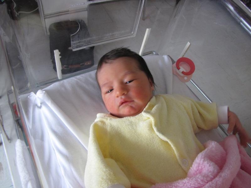 Naissance d'Alycia le 24 avril 2011 Img_1014