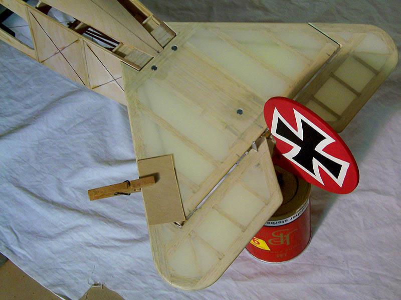 Fokker DR.I  -  DeAgostini-Umbau, M 1:6 Hltw_011