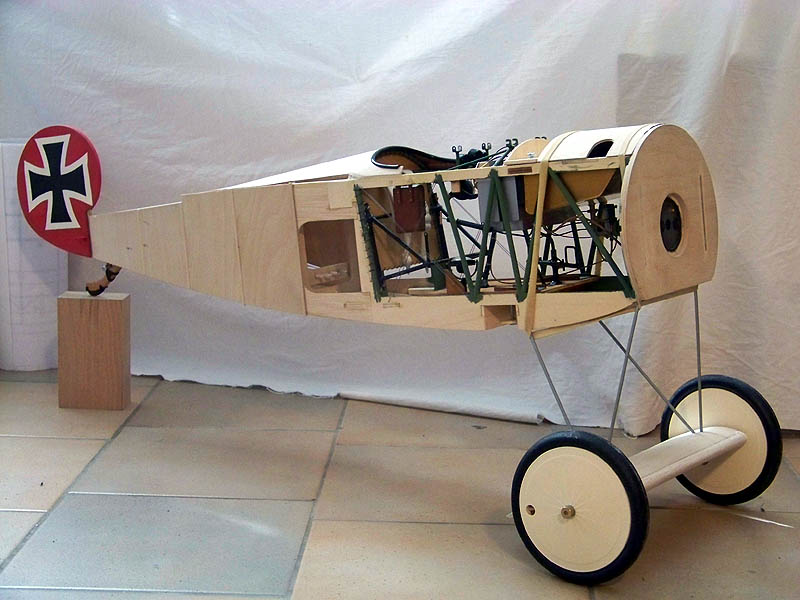 Fokker DR.I  -  DeAgostini-Umbau, M 1:6 Rumpf_14