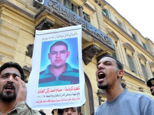إحالة أوراق أمين شرطة متهم بقتل 18 متظاهراً في الزاوية والشرابية إلى المفتي  040110