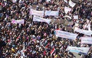 آلاف اليمنيين يطالبون برحيل صالح A-1a_110