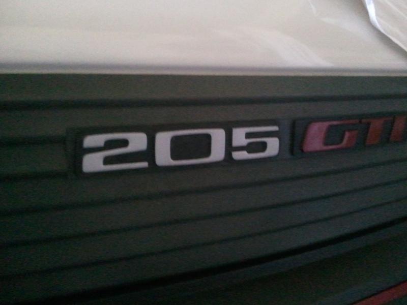 [manu47] 205 GTI 1.6L blanc meige 1987 Photo137