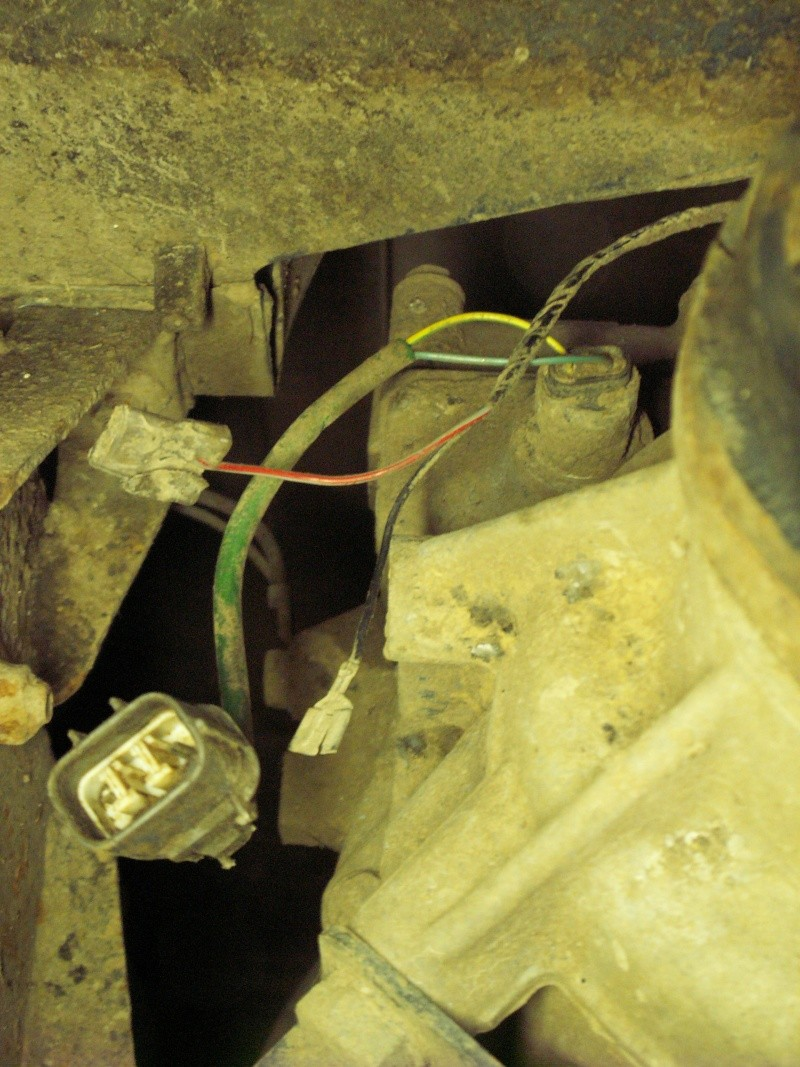 Connecteur et fils débranchés près de la BT Pict0110
