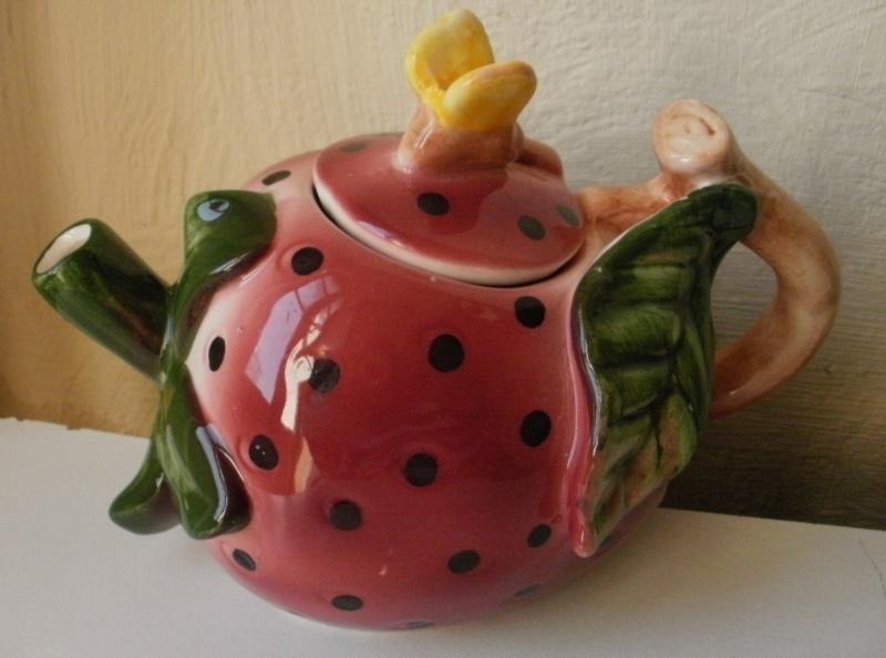 theiere en barbotine fraise P2270011