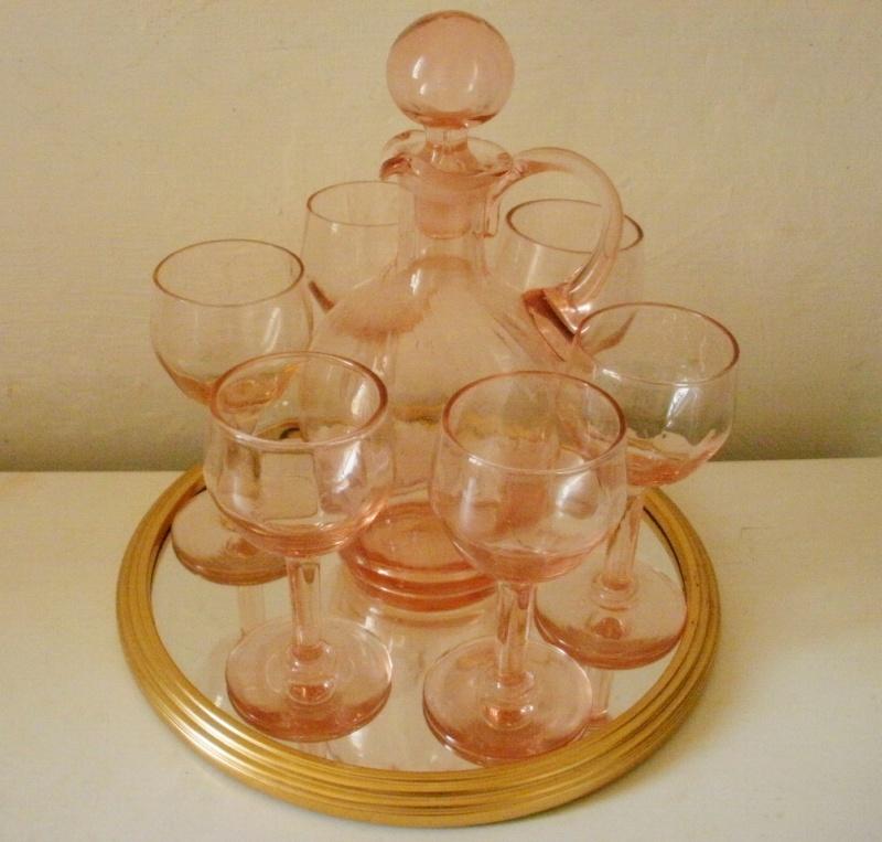 service à liqueur en verre rose P3060010