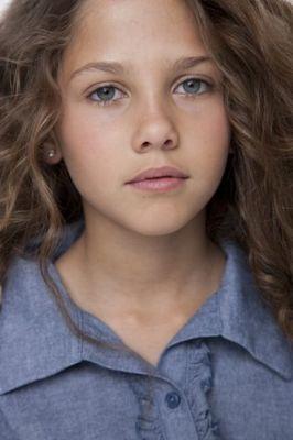 Gigi Papasavva es Sidney Riddick Normal15