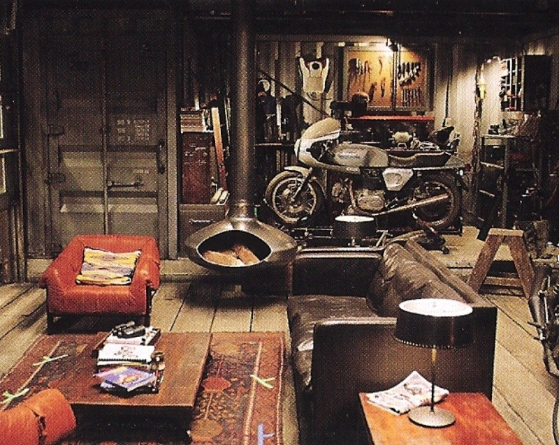 Tron Legacy (cafe racer inside) T310