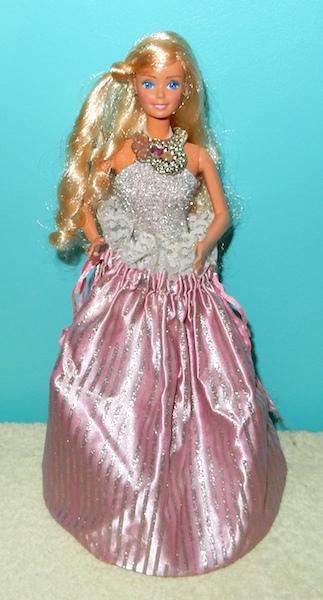 La collection de barbie de Mango - Page 5 Dscn2810