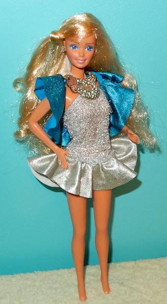La collection de barbie de Mango - Page 5 Dscn2812