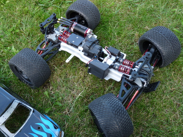 b-revo chassis alu et b-revo chassis carbone - Page 22 P1020020