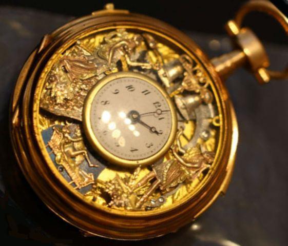 La diva : montre à répétition et automates Sonner10
