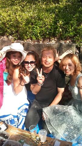 Erika profite de hanami avec Lasar Ishii 20110410