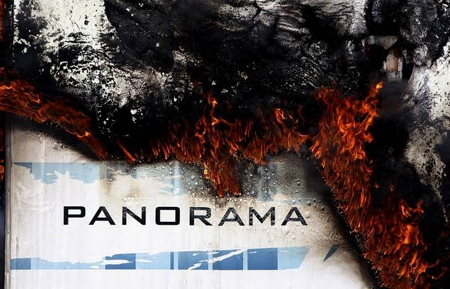 El camión de la Orquesta Panorama se incendia en la autopista AP-9      Jujw5310