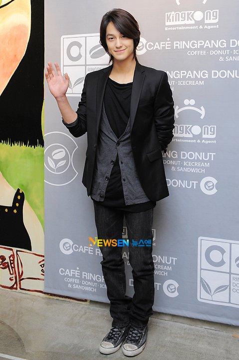 [Photo] Kim Beom at Ring Pang Donut Cafe  24756910