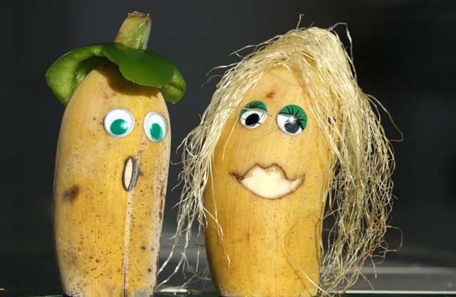 Images fruits et légumes en délires  - Page 2 Banana10