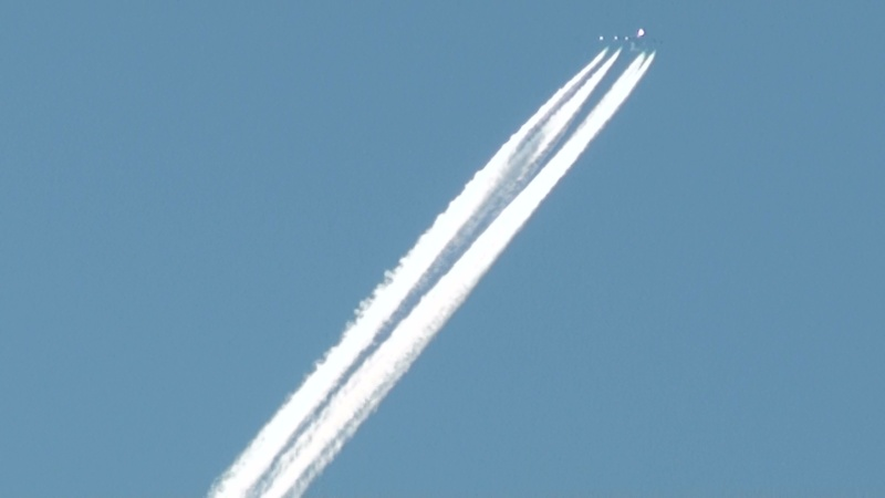Contrail photos - Page 4 20101010