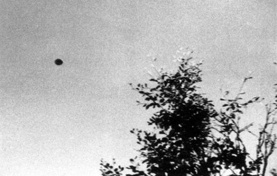 UFO Pictures Taken in Lac Chauvet, France 1952 1952-j11