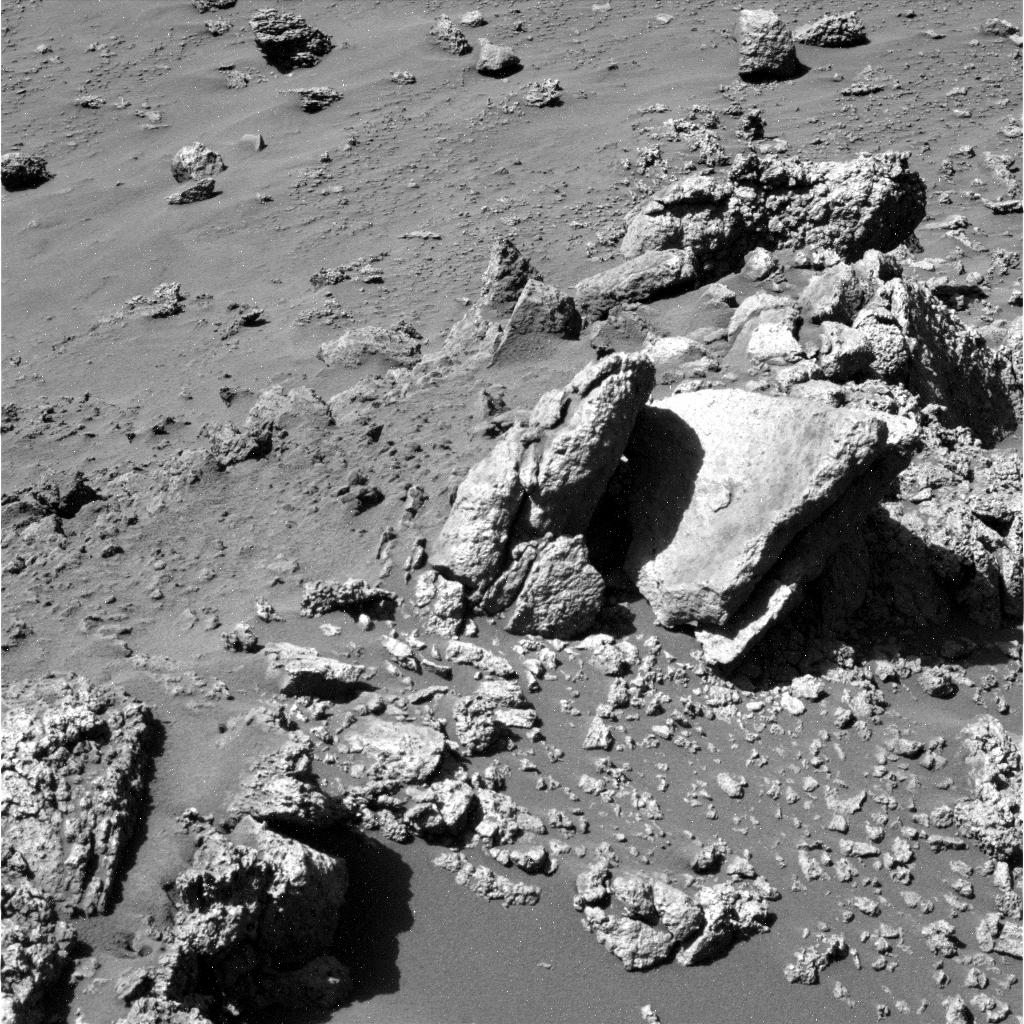 Mars - Lander and Rover Images 2p169110