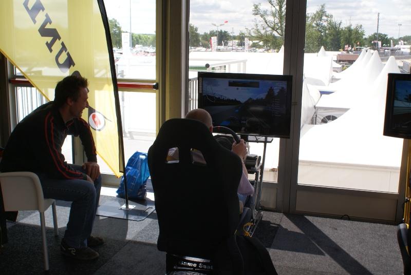 THRUSTMASTER et GAME-SEAT T500RS s'invitent au 24h du mans 2011 Dsc08112