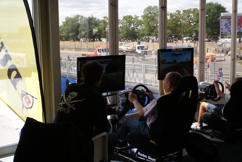 THRUSTMASTER et GAME-SEAT T500RS s'invitent au 24h du mans 2011 Dsc08115