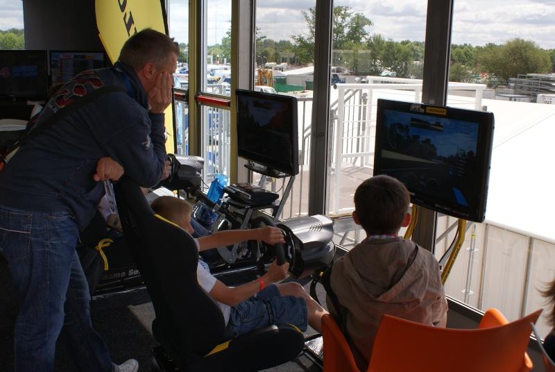 THRUSTMASTER et GAME-SEAT T500RS s'invitent au 24h du mans 2011 Dsc08117